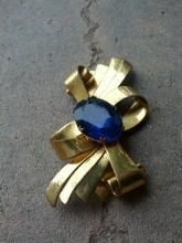 cobalt blue glass stone brooch lapel pin 1950's era costume jewelry