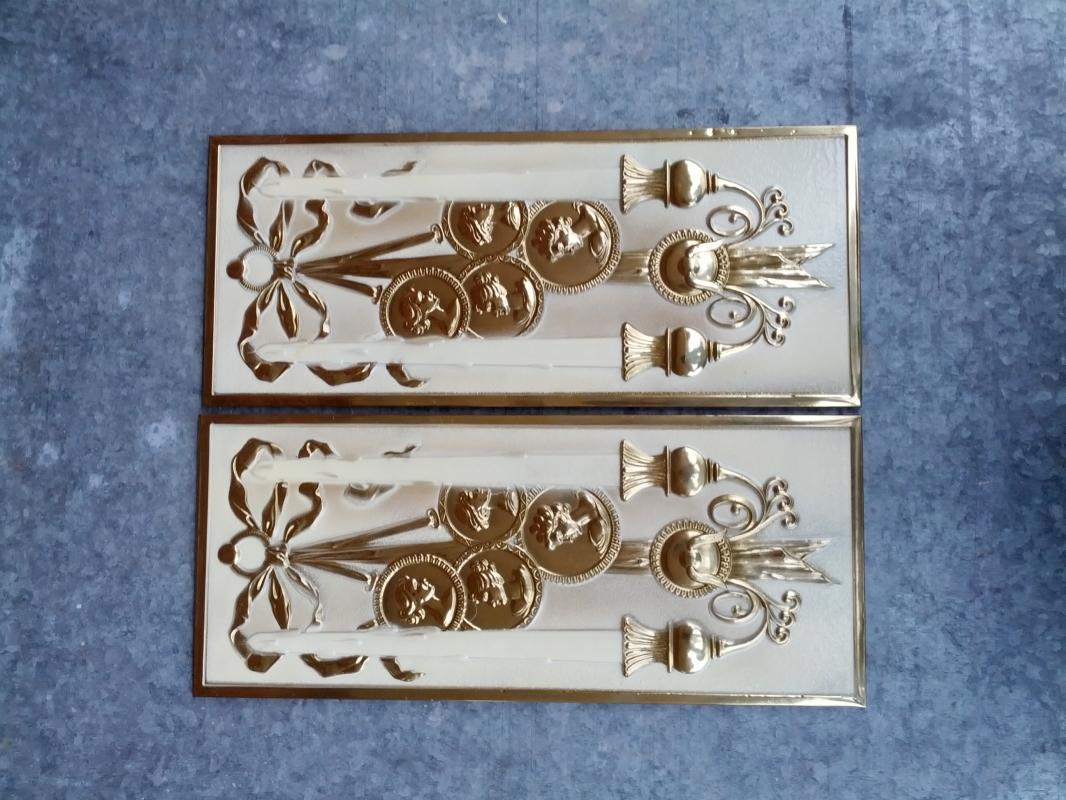 CANDLEHOLDER MEDALLION BRASS PLAQUE 1960'S RETRO ERA WALL DECORATION ROOM ORNAMENT ENGLAND MADE DECORATIVE FIXTURE