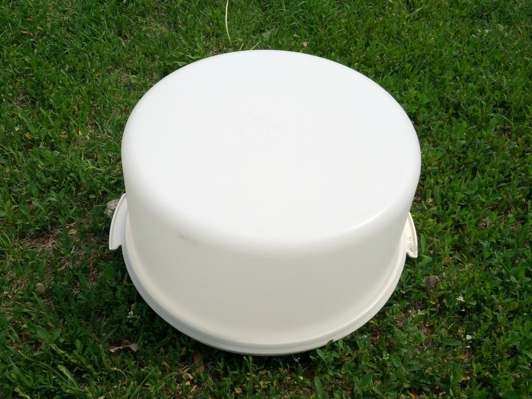 TUPPERWARE CAKE PIE CARRIER BOX TRAVEL STYLE COVERED PLATTER PLASTIC KITCHEN UTENSIL PARTY TOOL