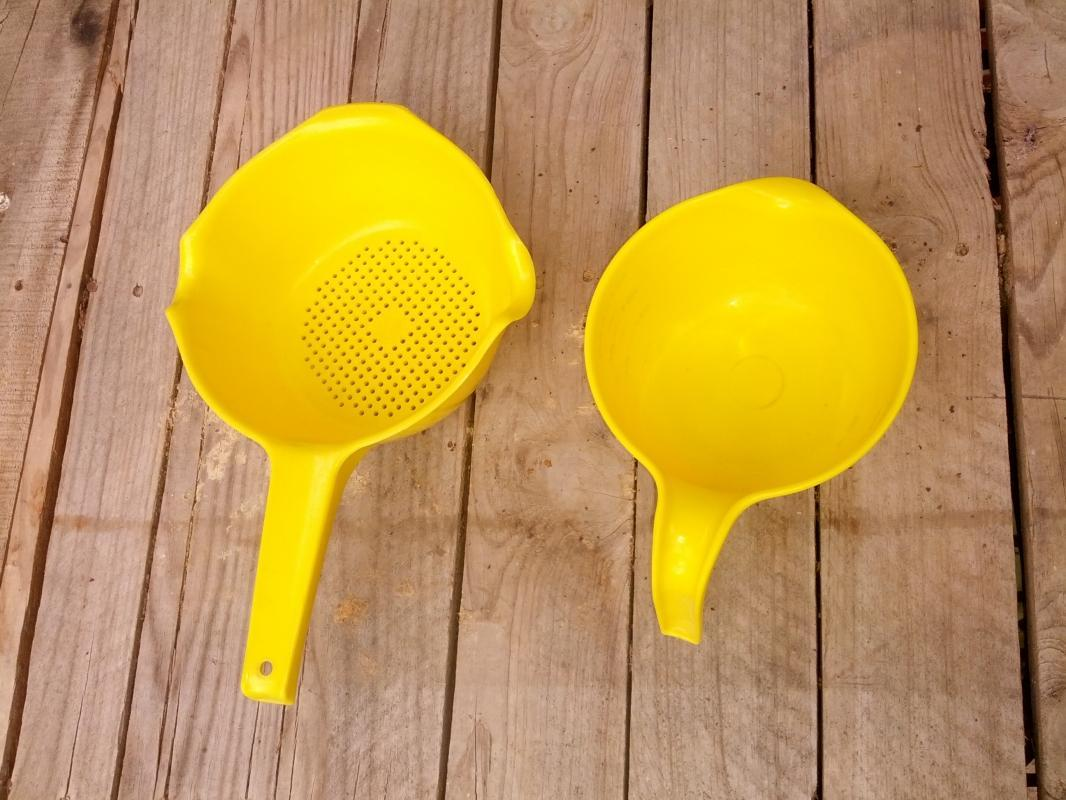 rubbermaid spaghetti pasta strainer measuring cup batter bowl yellow plastic kitchen utensil food preparation tools
