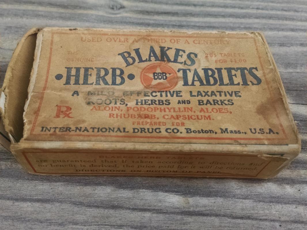 BLAKES HERB ROOT BARK TABLET CARDBOARD BOX LAXATIVE DRUG ADVERTISING INTERNATIONAL BOSTON MASSACHUSETTS
