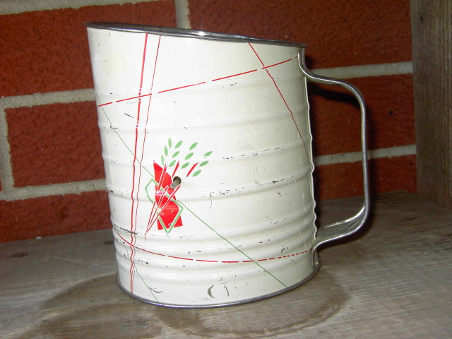 FLOUR SIFTER UTENSIL RED WHITE GREEN