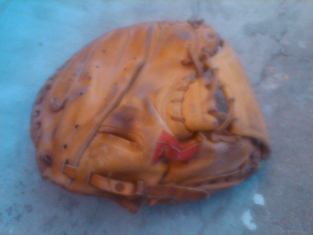 JOHNNY BENCH BASEBALL CATCHERS MITT RAWLINGS LEATHER BALL GLOVE STAMPED AUTOGRAPH SPORTS APPAREL