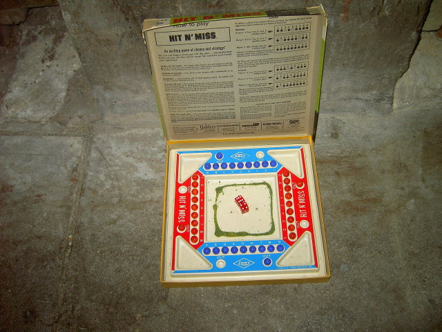 HIT N MISS CHANCE STRATEGY ENTERTAINMENT GAME PASTIME ACTIVITY LOWE COMPANY 1966