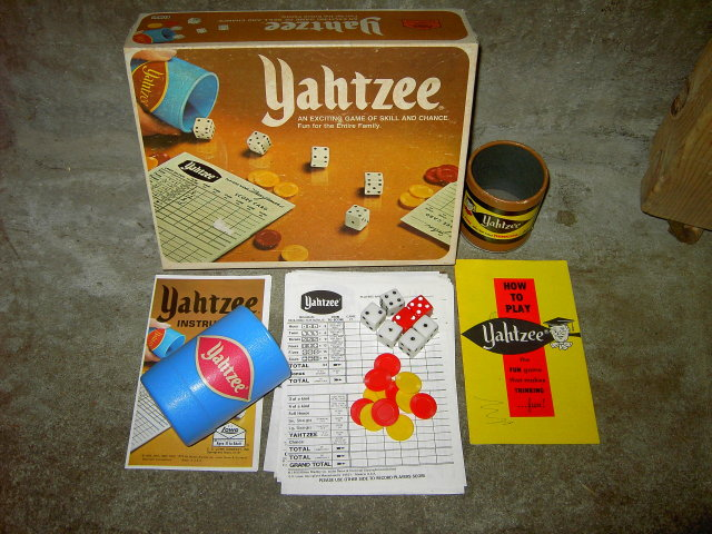YAHTZEE MILTON BRADLEY PASTIME ACTIVITY RETRO ERA GAME