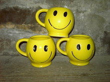 HAPPY FACE MUG COFFEE CUP YELLOW POTTERY