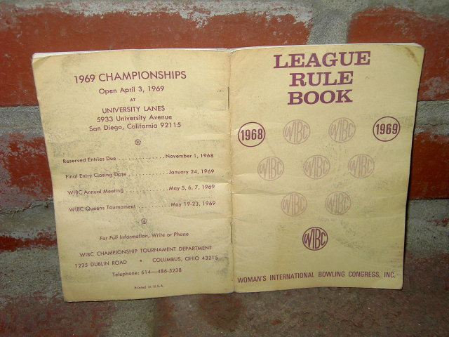 WOMENS BOWLING LEAGUE GUIDE BOOKLET 1960'S REGULATION PAMPHLET