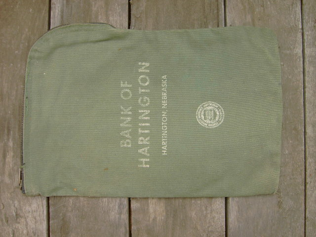HARTINGTON NEBRASKA BANK BAG GREEN CANVAS MONEY SACK ZIP PACK