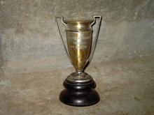 SPORTS TROPHY SILVER PLATED URN CUP MANTLE DECORATION MERIDEN INTERNATION MARK WESTERN BRANCH ENGRAVING
