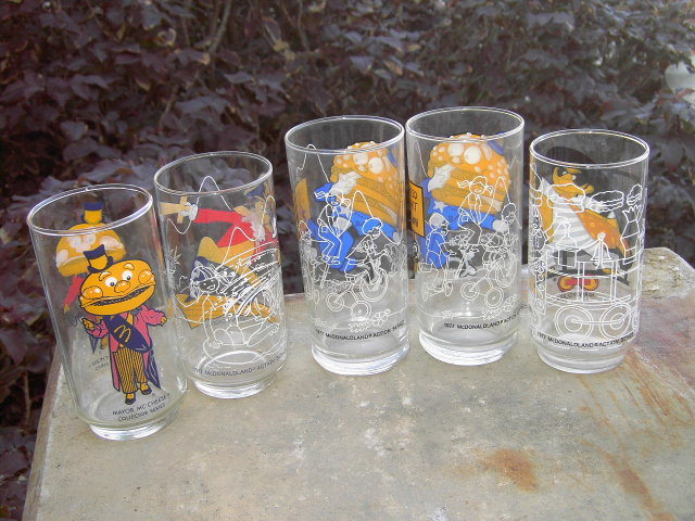 MCDONALDS CARTOON GLASS MAYOR MCCHEESE CAPTAIN CROOK HAMBURGLAR BIG MAC ANIMATED CHARACTER TUMBLER
