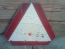 GALVANIZED STEEL REFLECTIVE TRIANGLE CAUTION SIGN FARM IMPLEMENT MACHINERY TOOL GARAGE WALL DECORATION