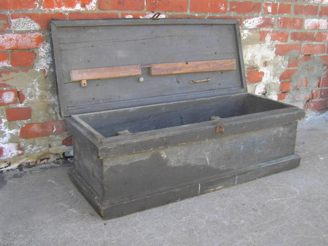 CARPENTERS TRUNK PRIMITIVE WOOD TOOL CHEST TRAVEL BOX