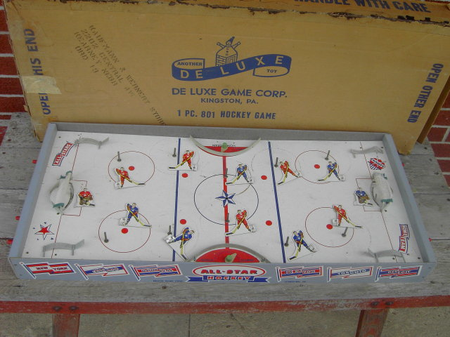 ICE HOCKEY ACTION BOARD GAME DE LUXE SPORT TOY KINGSTON PENNSYLVANIA KAUFMANN WERNERT STORES KEARNEY NEBRASKA ADVERTISING BOX