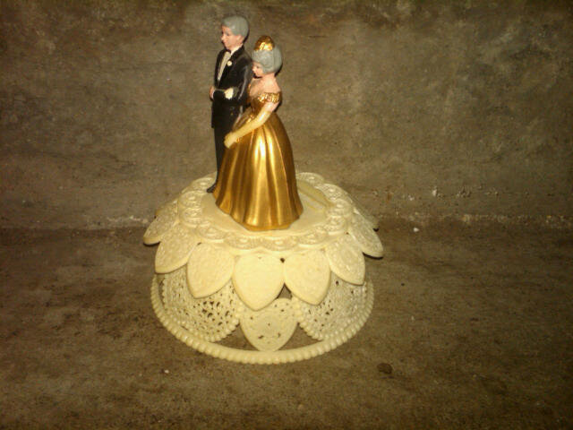 CAKE TOPPER FIGURAL DESSERT DECORATION GOLD ANNIVERSARY CELEBRATION FIGURINE