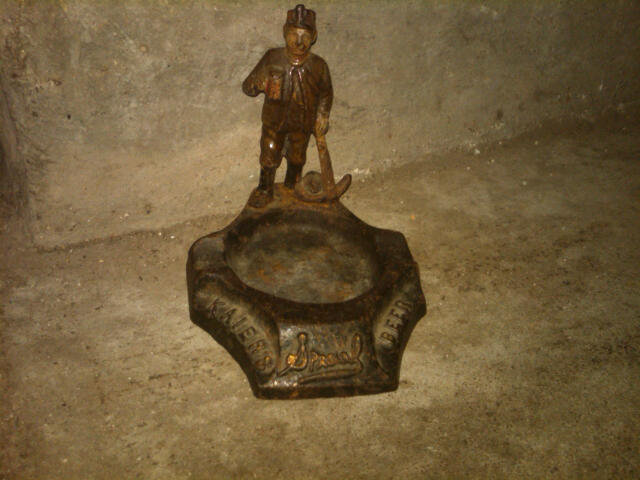 KAIERS SPECIAL BEER CAST IRON WORK MAN ASHTRAY MAHANOY CITY PENNSYLVANIA BREWERY ADVERTISING PIECE