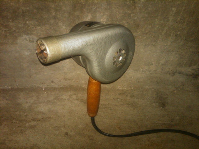 ESKIMO MODEL 776 ELECTRIC HAIR DRYER HOT AIR BLOWER BERSTED FOSTORIA OHIO OAKVILLE ONTARIO CANADA MANUFACTURED BEAUTY CARE APPLIANCE