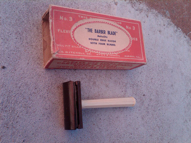 BARBER BLADE SLANT STROKE BAKELITE DOUBLE EDGE RAZOR BEARD SHAVER MITCHELL COMPANY AURORA ILLINOIS ADVERTISING CARDBOARD BOX