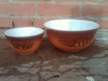 PYREX CORNING MIXING BOWL TWO COLOR BROWN TONE FRUIT PATTERN WHITE GLASS KITCHEN UTENSIL