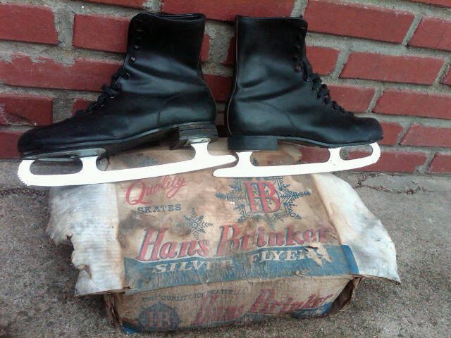 MENS ICE SKATES CANADIAN MADE WINTER OUTDOOR APPAREL HANS BRINKER SILVER FLYER ROUGH ADVERTISING BOX