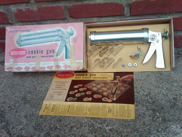 WEAR EVER COOKIE GUN BISCUIT CANAPE FORMING PRESS DESSERT PREPARATION UTENSIL ALCOA ALUMINUM NEW KENSINGTON PENNSYLVANIA BOX RECIPE SHEET