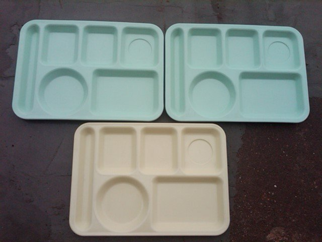 SCHOOL LUNCHROOM TRAY MOLDED MELMAC PLATTER FOOD SERVER UTENSIL ARROWHEAD CLEVELAND OHIO KING LINE NEMIR INDUSTRIES WASHINGTON D C ADVERTISING MELAMINE TABLEWARE