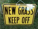 NEW GRASS KEEP OFF LANDSCAPE SIGN LAWN GARDEN ORNAMENT DORM ROOM WALL DECORATION