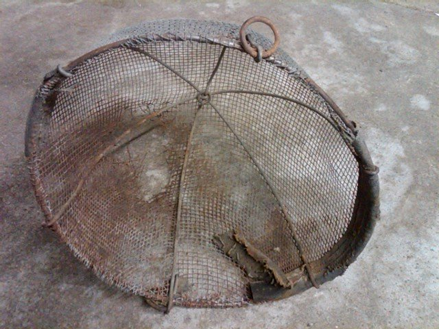 CALF WEAN STEEL MESH BASKET MAMMAL ANIMAL WEANLING UTENSIL FARM RANCH TOOL GARDEN FLORAL FLOWER DISPLAY PIECE