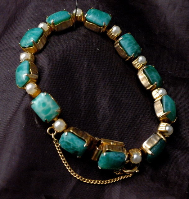 Green Glass Stones & Pearls Links Bracelet  Gold with Safety Chain