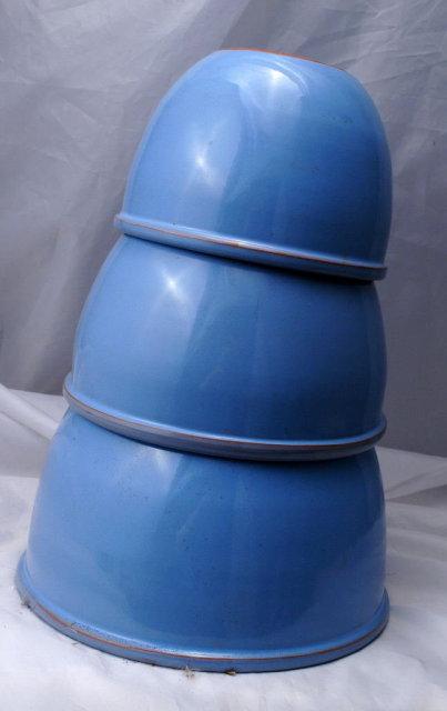 Old Blue Glaze Pottery Nesting Mixing Bowls x  3