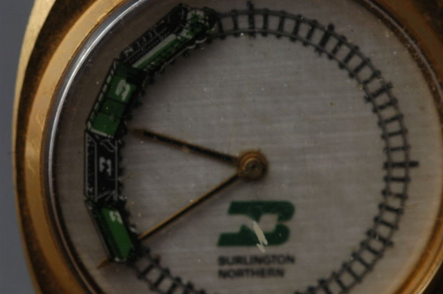 Burlington Northern Railroad MOVING Train Watch