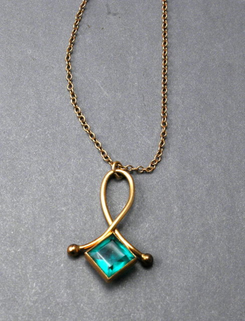 Vintage Simmons Green Stone Pendant Necklace