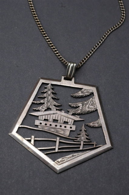 Sterling Silver Chain & Japanese House Landscape Scene Pendant Necklace