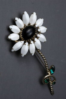 Large Vintage Black Centered White Daisy  Brooch