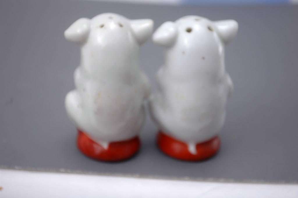 Adorable Pigs Salt Pepper Shakers Pottery  Ceramic