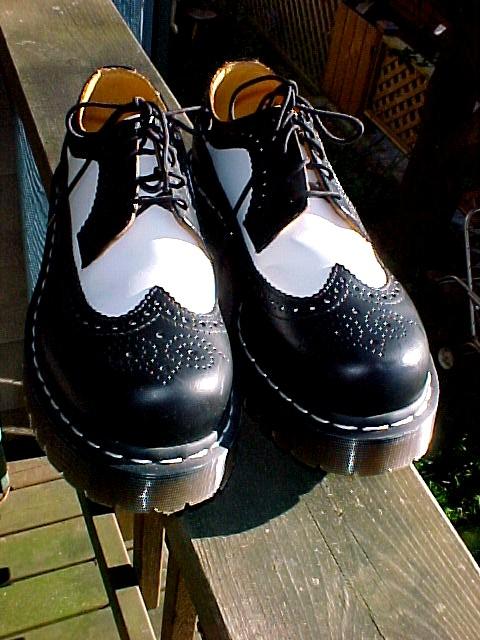 Doc Martens Spectator Saddle Shoes Men's 9