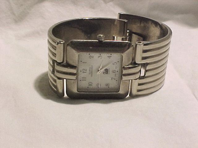 Gloira Vanderbilt Wide bracelet band watch