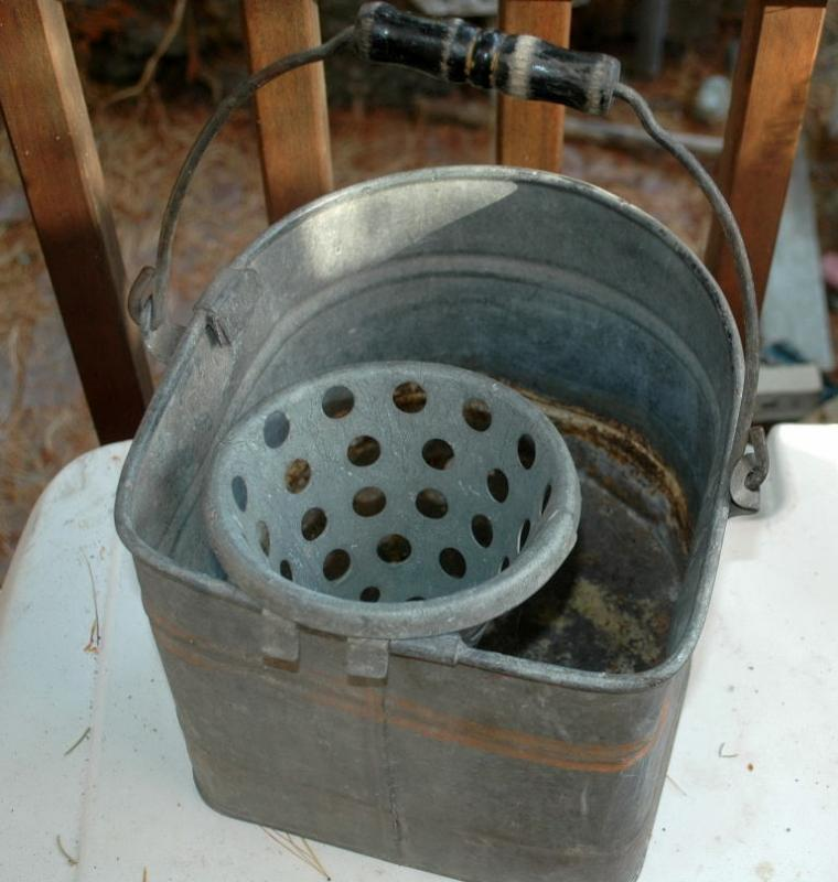 Galvanized  Mop Bucket with Sponge Strainer, Antique ,