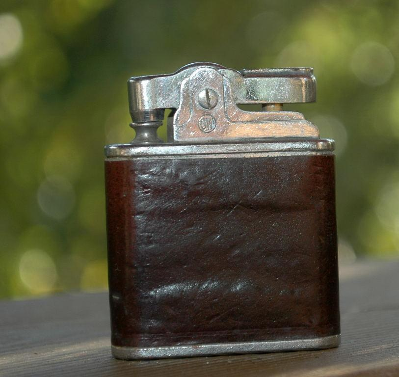 Vintage Delux Lighter with Brown Leather