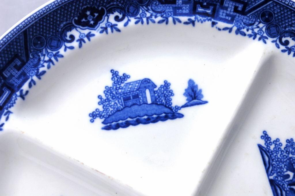 Denver Grill Plate Made in the U.S.A. Chinoiserie  Blue White Blue Willow Pattern  Porcelain Divided Dish