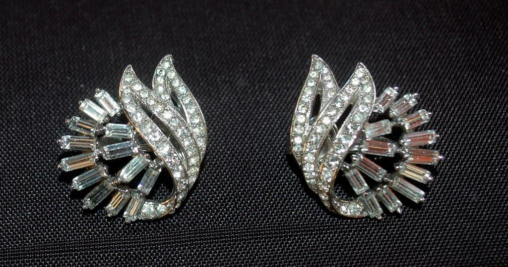 Trifari White Crystal  Fan Swag Clip On Earrings
