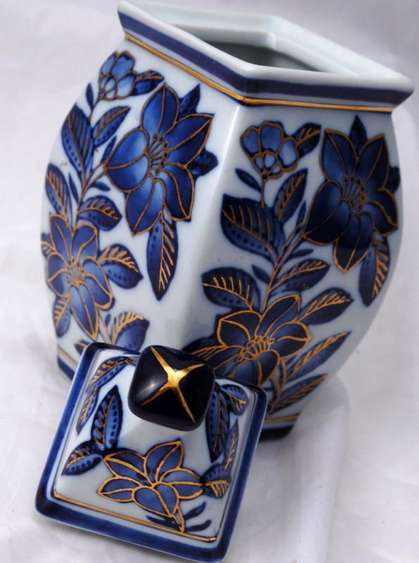 Oriental Blue White Porcelain Ginger Jar