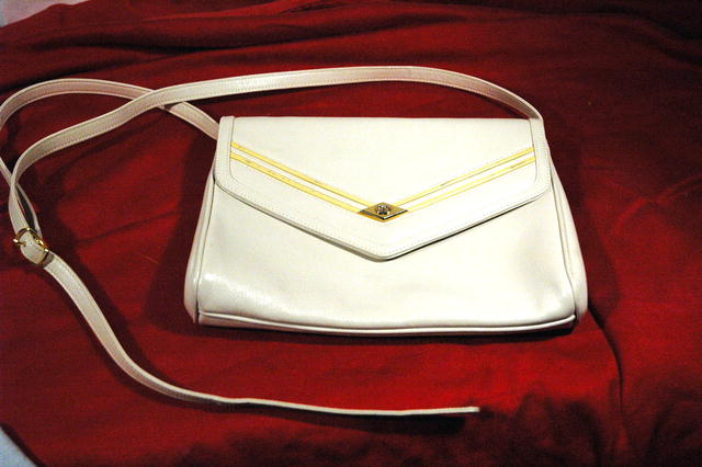Vintage Gucci Winter White Leather Purse