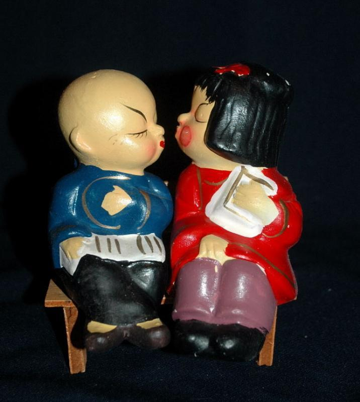 Kissing Oriental / Asian  Boy Girl Salt Pepper Shakers Bench Sitters /  Composition  construction FREE SHIPPING