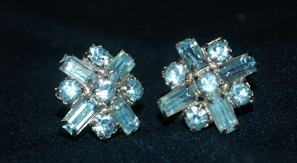 Darling Blue Crystal Screw Back Earrings vintage   Free Shipping