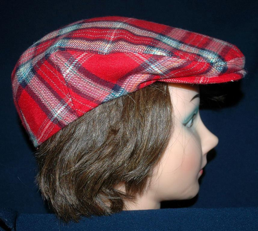 Red Tartan Plaid Flat Cap The Edinburgh Woollen Mill  Pure New Wool   Free Shipping