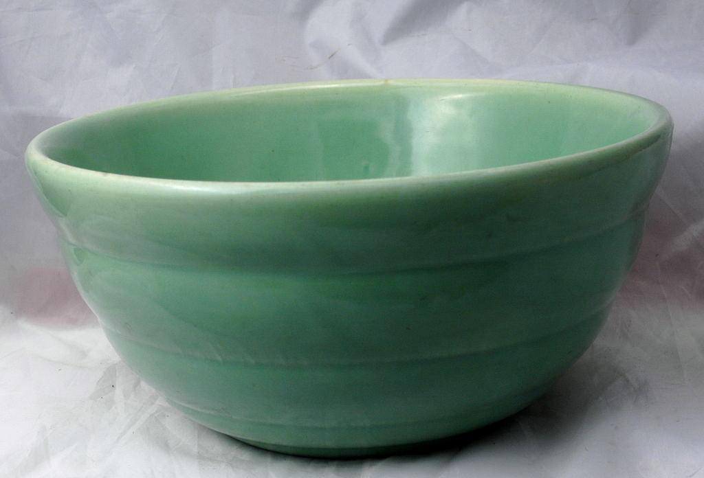 Vintage 1941 USA BAUER POTTERY Co. Large Beehive Ringwear Number 12 Pastel Green Mixing Bowl