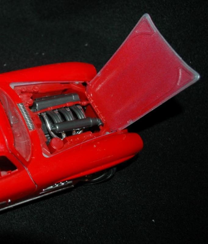 Bburago Die Cast RED  Mercedes Benz 300SL Gullwing Coupe Old Collectible Automobile 1:18