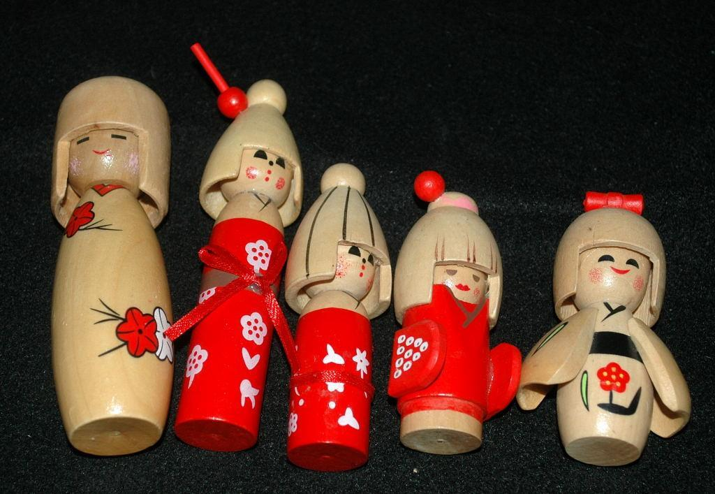 Kokeshi , Japanese Wood Doll Set Family - Vintage
