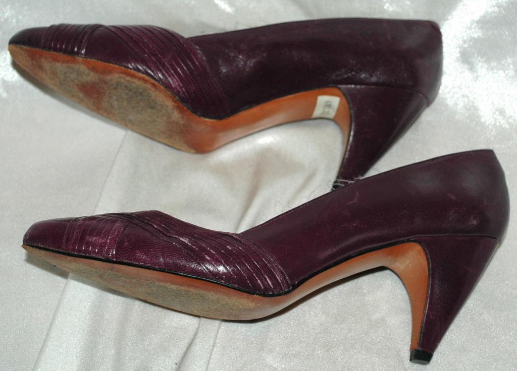 Evan Picone Plum Leather Pump, Heals Ladies Shoe Size 6.5