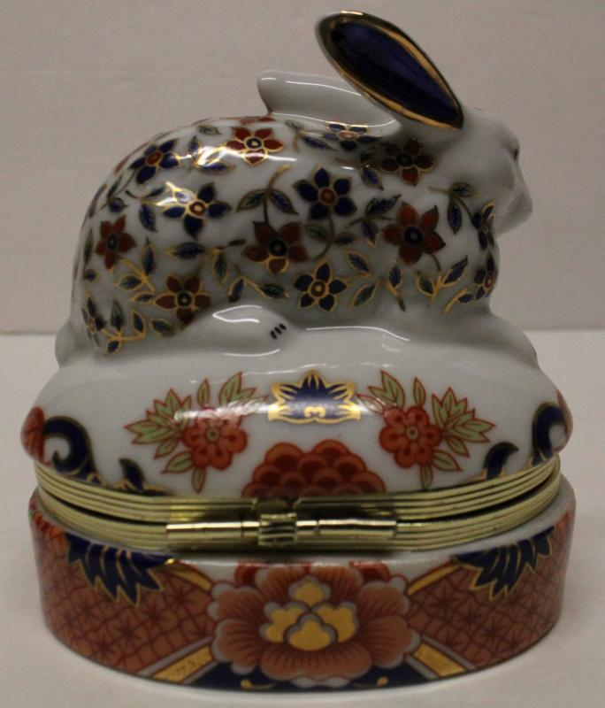 Porcelain  BUNNY RABBIT Trinket Box made by ANDREA by SADEK made in Japan